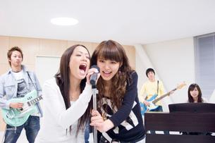 学生バンドの写真素材 [FYI02948921]