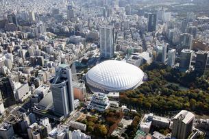 東京ドームシティ周辺の空撮の写真素材 [FYI02949670]