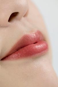 女性の口元の写真素材 [FYI02950187]