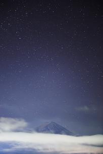 夜の富士山の風景と空の写真素材 [FYI02950467]