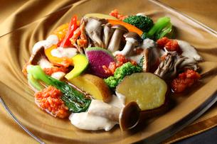 秋の中華風蒸し野菜の写真素材 [FYI02950468]