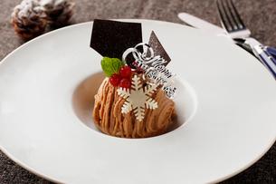 クリスマスのモンブランケーキの写真素材 [FYI02950489]