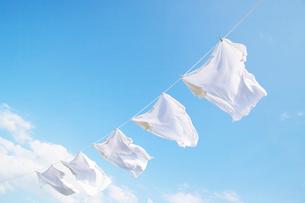 青空と洗濯物の写真素材 [FYI02950806]