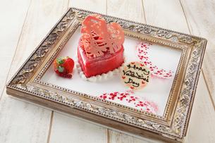苺のバレンタインケーキの写真素材 [FYI02951812]