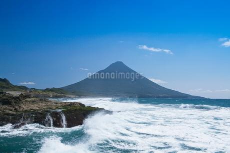 瀬平海岸からの開聞岳の写真素材 [FYI02951928]