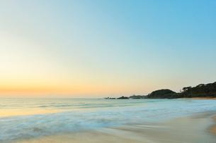 朝の海の写真素材 [FYI02952106]