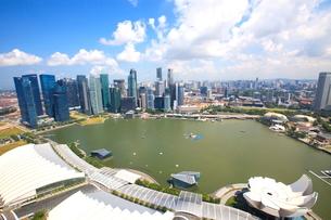 シンガポール マリーナベイの高層ビルの写真素材 [FYI02952954]