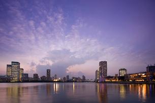 晴海運河の夕景の写真素材 [FYI02953338]