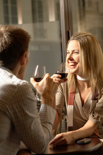 Mid adult couple drinking red wineの写真素材 [FYI02957240]