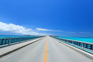 池間大橋 沖縄県の写真素材 [FYI02957688]