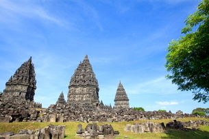 インドネシア ジャワ島 プランバナン寺院史跡公園の写真素材 [FYI02957735]