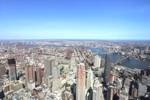 ワンワールドトレードセンターの展望台から見たマンハッタンの写真素材 [FYI02957769]