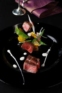 野崎牛のステーキの写真素材 [FYI02957861]
