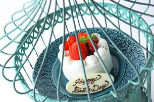イチゴのバースデーケーキの写真素材 [FYI02957862]
