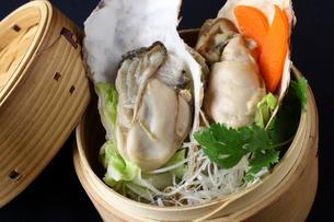 蒸篭牡蠣の写真素材 [FYI02957872]
