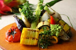 グリル野菜プレートの写真素材 [FYI02957899]