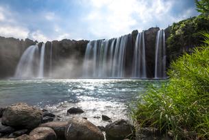 原尻の滝 スローシャッターの写真素材 [FYI02958110]
