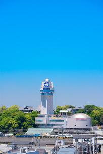明石市立 天文科学館と明石市の街並みの写真素材 [FYI02958471]