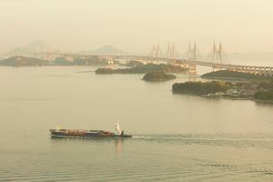 瀬戸大橋と夕景の写真素材 [FYI02958510]