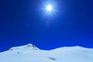 立山連峰 雪の浄土山と山岳スキーの写真素材 [FYI02958575]