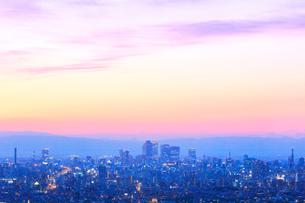 名古屋駅周辺の高層ビルと町並み夕景の写真素材 [FYI02958622]
