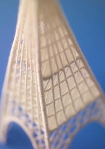 ワイヤーで作ったタワーのオブジェ クラフトの写真素材 [FYI02958859]
