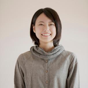 微笑む女性のポートレートの写真素材 [FYI02959182]