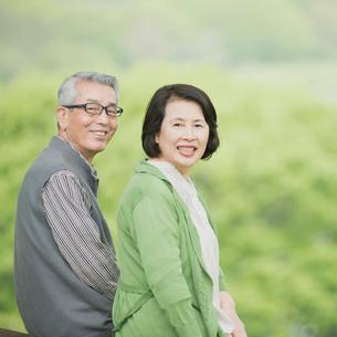 微笑むシニア夫婦の写真素材 [FYI02959204]