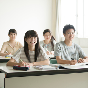夏期講習を受ける学生の写真素材 [FYI02959316]