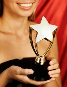 Woman Holding Trophyの写真素材 [FYI02960712]