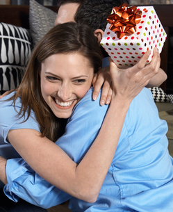 Woman with Present Hugging Boyfriendの写真素材 [FYI02961005]