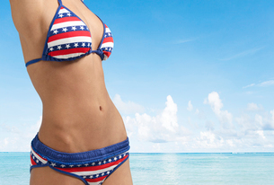 Midsection of Woman Wearing Bikiniの写真素材 [FYI02961115]