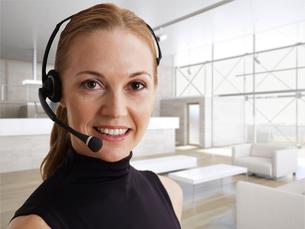 Mid-Adult Woman Wearing Phone Headsetの写真素材 [FYI02961129]