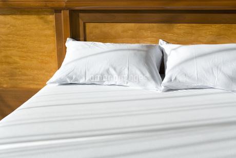2つ並んだ枕の写真素材 [FYI02961667]