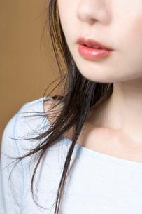 女性の口元の写真素材 [FYI02961758]