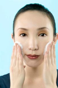 洗顔マッサージの写真素材 [FYI02962015]
