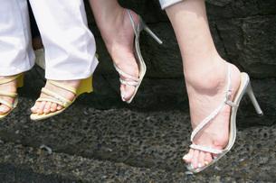 女性の足元の写真素材 [FYI02963135]