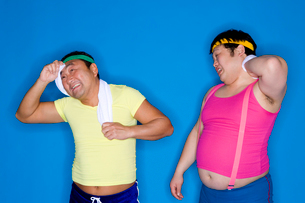 汗を拭く男性の写真素材 [FYI02963322]