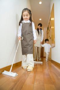 床掃除の写真素材 [FYI02963331]