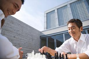 チェスをする男性の写真素材 [FYI02963621]