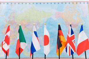 G7各国の旗と世界地図の写真素材 [FYI02963809]
