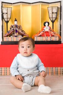 ひな人形と赤ちゃんの写真素材 [FYI02964746]
