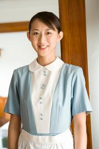 笑顔のホテル従業員の写真素材 [FYI02964754]