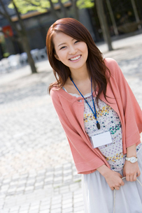 笑顔の女性の写真素材 [FYI02964786]