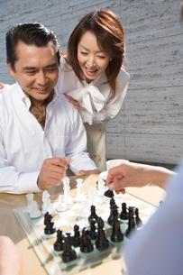 チェスをする男性の写真素材 [FYI02965180]