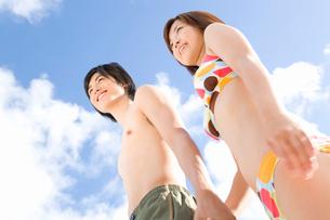 水着のカップルの写真素材 [FYI02965971]