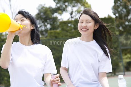 応援する女子高生の写真素材 [FYI02966026]