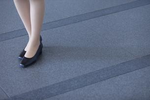 ビジネス女性の足のアップの写真素材 [FYI02966406]