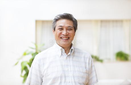 微笑むシニア男性の写真素材 [FYI02966507]
