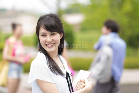 女子学生のポートレートの写真素材 [FYI02967128]